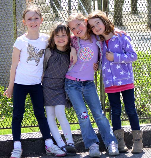 4-girls-in-playground-Leonard-de-Vinci-Girl-in-golden-dress-CM2-play-Fontainebleau-International-Schools-Anglophone-Section